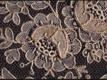 Late 19th century Point de Gaze needlelace (lynxlace.com)