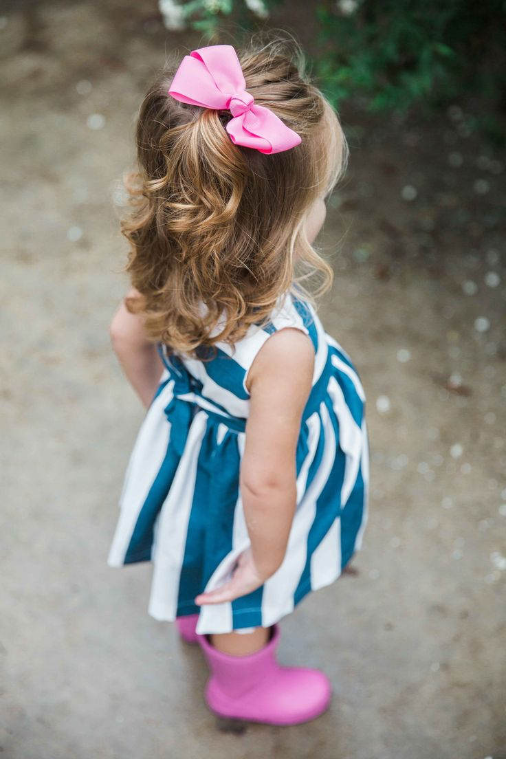 navy & blue striped dress + rain boots // so cute for Fall