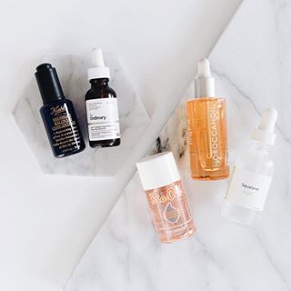 Today on the blog we're sharing our picks for the best beauty oils 💦We've become obsessed with Skincare lately and oils have seriously changed our skin! 🙌🏼 . . . . . . #lovelysquares #pursuepretty #theblogissue #prettylittlething #thedailybasic #makeyousmilestyle #finditliveit #brightaesthetic #mybeautifulmess #theeverygirl #lablogger #bblogger #positfortheaesthetic #muotd #makeuplook #makeupgoals #slave2beauty #theordinary