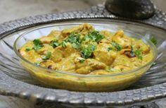 Pollo al curry con anacardos, un receta de la India que combina el sabor tostado de los anacardos con el aromático curry.