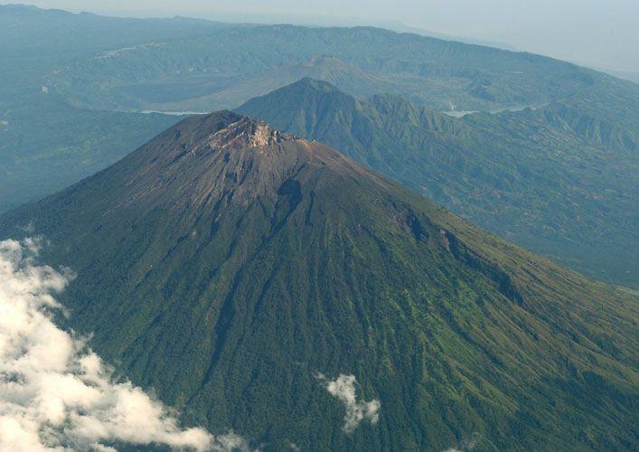 Trekking Mount Agung