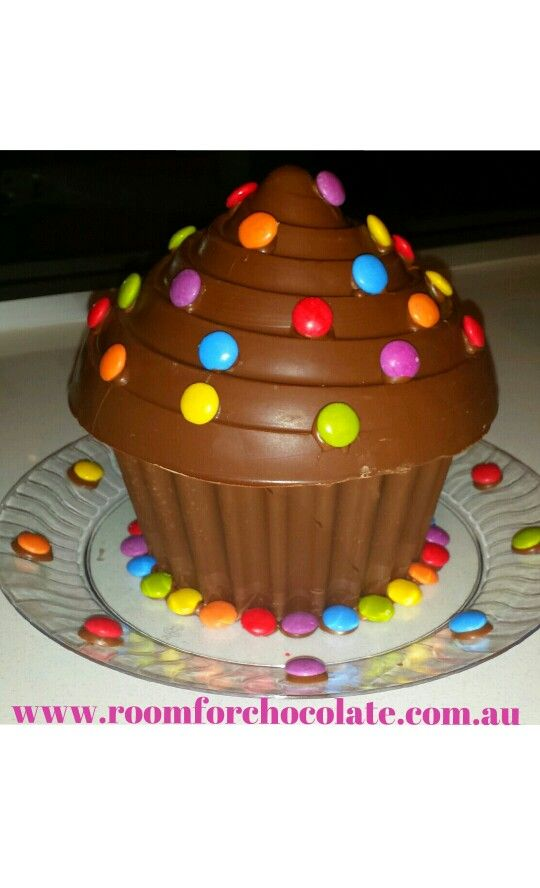 Smashing Cupcake filled with lollies and decorated with Smarties