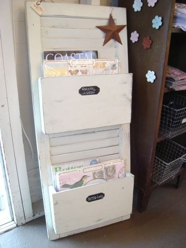 I've been searching for the perfect vertical file organizers for our entryway, nothing has struck my fancy until I saw these. PERFECT! Next project... found! A twist of my own though, for the pockets I want to use pallet wood to go with the rustic style.