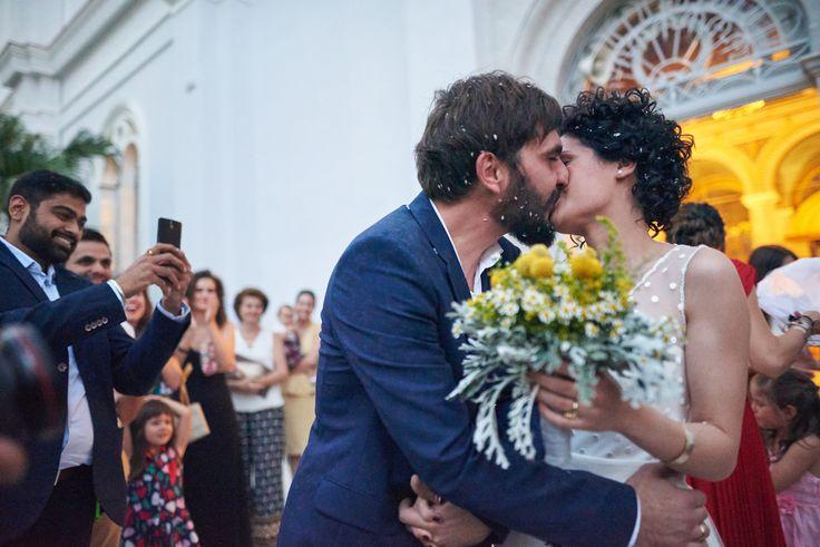 rice baskets, metallic baskets church deco, orthodox wedding, greek wedding, grey wedding decor, new couple, rice war, the kiss