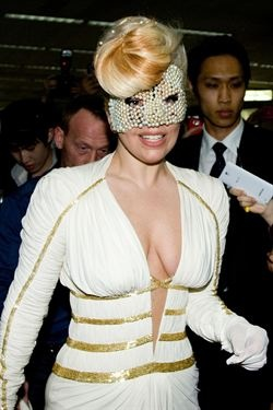 Lady Gaga habla de su antigua adicción a las drogas en televisión   http://www.europapress.es/chance/gente/noticia-lady-gaga-habla-antigua-adiccion-drogas-television-20120506161244.html