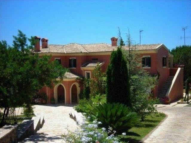 For Sale Villa, Faiakes, Komeno, 410 sq.m., 3 Levels, 3 Rooms, 6 Bedrooms, 4 Bathrooms, 1 WC, 3 Κitchen/s,  Feautures:  Storage room, Swimming pool, Balconi...
