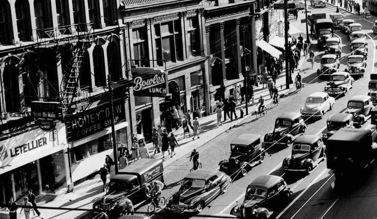 with more Ottawa traffic rounding onto Rideau, circa 1950. Bowles lunch and a lot of bicyclists.