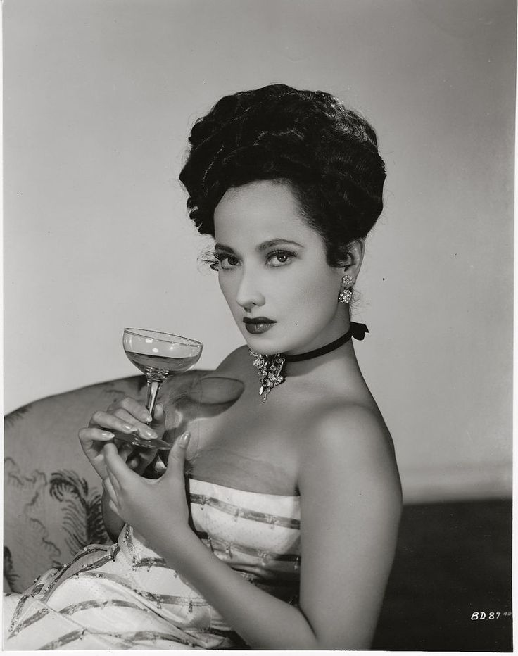 Merle Oberon ~ ORIGINAL 1946 glamour portrait... gorgeous & sophisticated! | Entertainment Memorabilia, Movie Memorabilia, Photographs | eBay!
