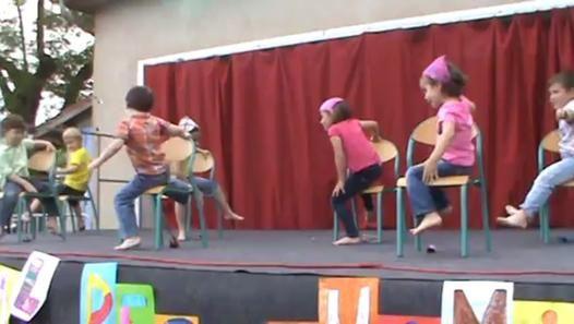Maternelle : la danse des chaises