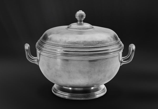 Footed Pewter Tureen - Diameter: 25 cm (9,8″) - Height: 23,5 cm (9,2″) - Food Safe Product - #pewter #tureen #peltro #zuppiera #zinn #suppenschüssel #étain #etain #peltre #tinn #олово #оловянный #tableware #dinnerware #drinkware #table #accessories #decor #design #bottega #peltro #GT #italian #handmade #made #italy #artisans #craftsmanship #craftsman #primitive #vintage #antique