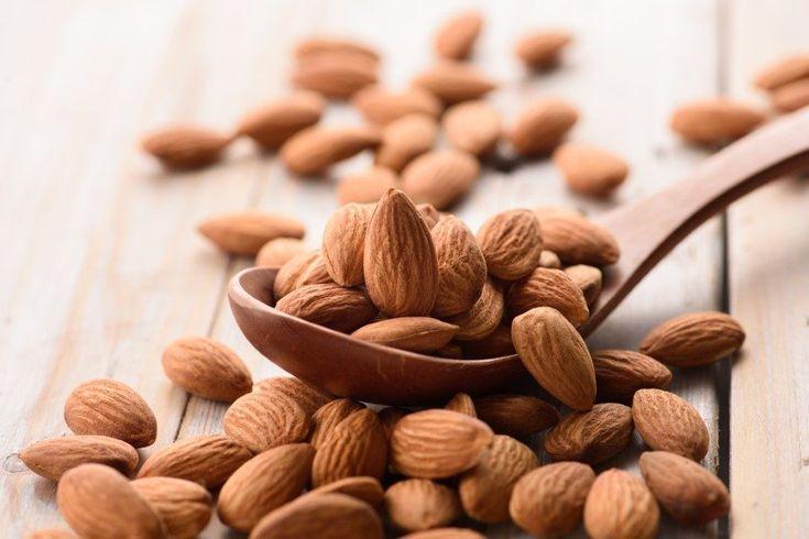 Bağışıklığı güçlendiren yiyeceklerden BADEM;    Stresin etkilerini azaltarak bağışıklık sistemini destekleyen bir besindir. Günde ¼ fincan badem tüketimi, günlük E vitamini ihtiyacınızın yaklaşık %50'sini karşılar.