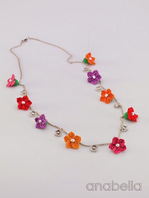Tiny flowers necklace