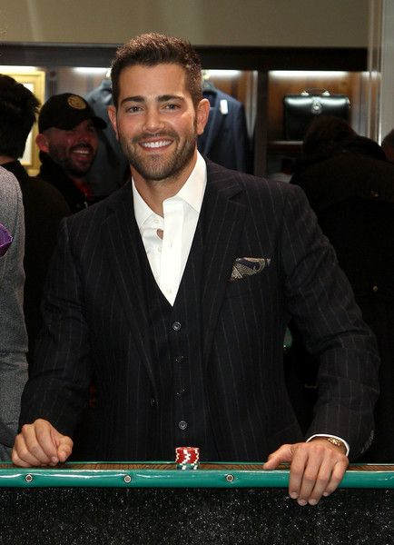 "Jesse Metcalfe Photos Photos - Actor Jesse Metcalfe attends ""Le Casino"" night hosted by Brooks Brothers in Beverly Hills to benefit UCLA Jonsson Cancer Center  Foundation at Brooks Brothers Rodeo on January 25, 2017 in Beverly Hills, California. - Brooks Brothers Hosts 'Le Casino' Night to Benefit UCLA Jonsson Cancer Center"