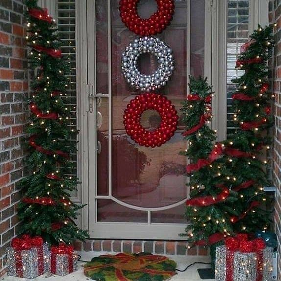 Como Decorar El Frente De Mi Casa En Navidad Puertas Navidenas 019 Manualidades Navidenas Decoracion Navidena Puertas Decoradas De Navidad