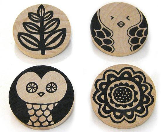 Les création handmade de Olula se casa. Une petite marque espagnole qui propose des accessoires graphiques et colorés, imprimés sur du bois, du lin, avec des encres écologiques  ... bref, que du beau et de la belle finition ! ♥