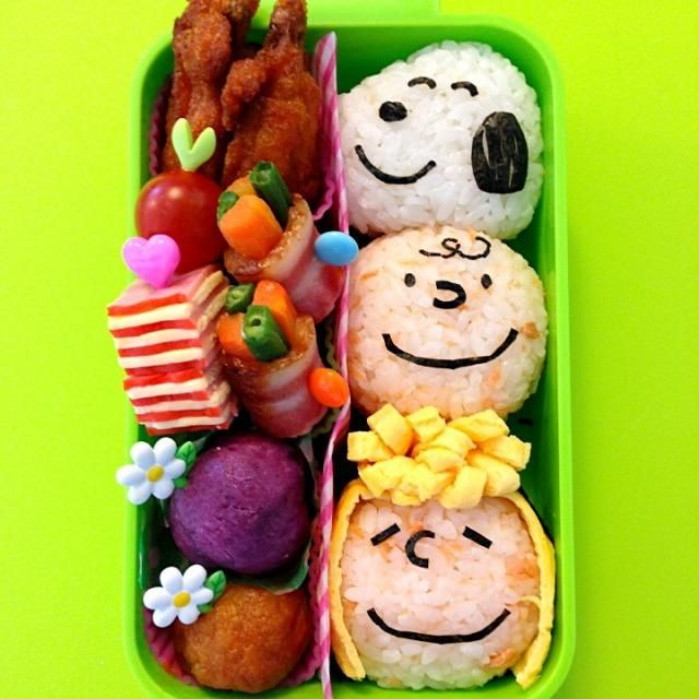 SnapDishに投稿されたなおこさんの料理「ピーナッツの仲間たちおにぎり弁当 (ID:rbmL0a)」です。「今日は早起き 久しぶりに時間たっぷりある まずはスヌーピー チャーリーブラウン サリーブラウン 張り切って3種類のおにぎり作ってみたよ 今日も大好きな皆が笑顔いっぱいで過ごせますように 今日も笑顔で楽しみましょう」おにぎり弁当 仲間たち ピーナッツ