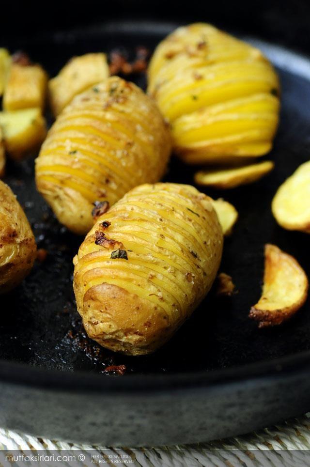 Fırında Tereyağlı Taze Patates - Tarifin püf noktaları, binlerce yemek tarifi ve daha fazlası...