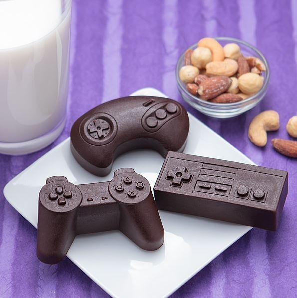 Moules pour du chocolat, de la glace, des biscuits,... en forme de manettes...