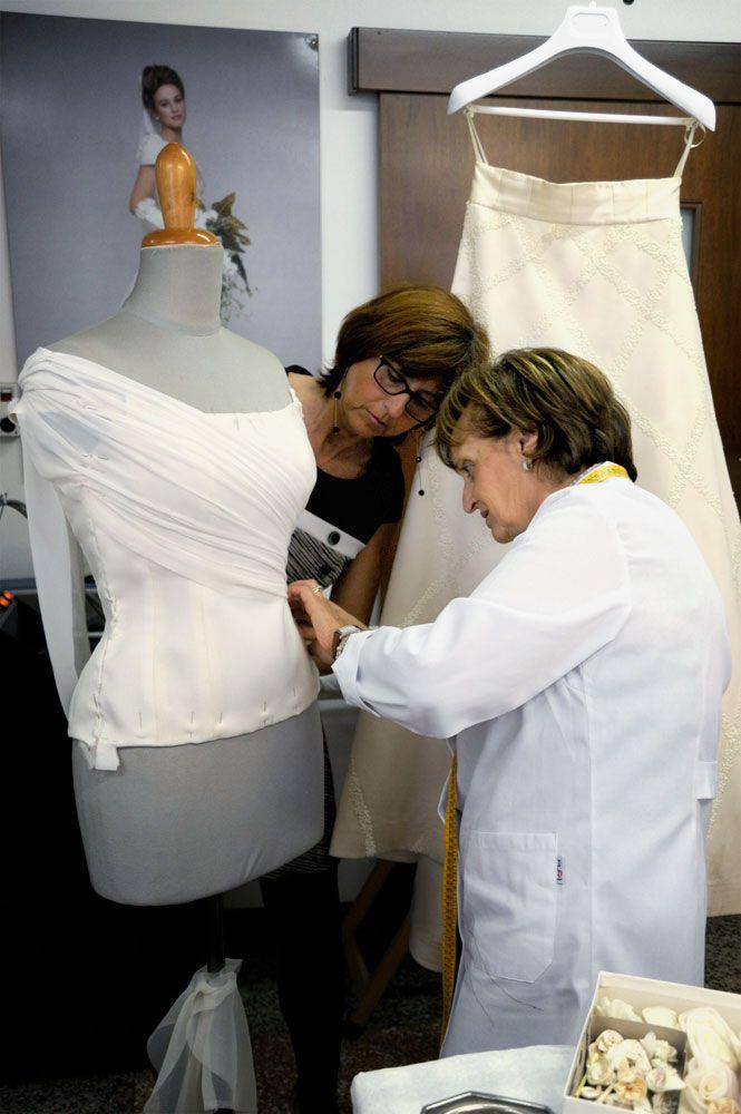 La sartoria interna all'atelier garantisce un prodotto senza eguali. www.cinziaferri.com