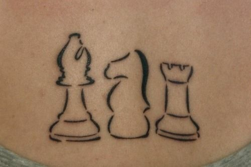 This HP tattoo is beautiful- the queen, the knight, and the castle.... Tour sur poignet droit