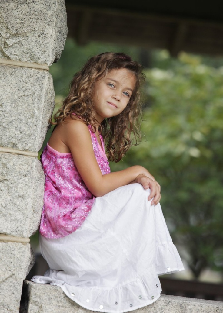 Girl With The Blog: Tan Skin, Blue Eyes And Curly Hair -- This Little Girl Is
