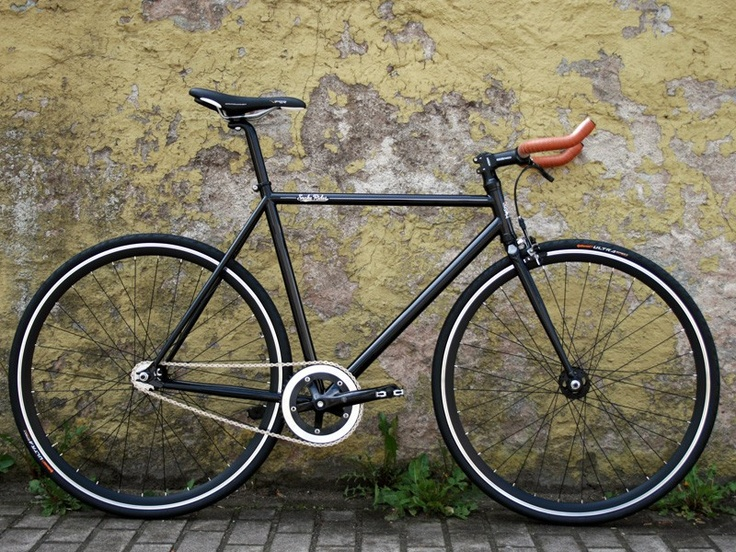 The Glossy Black Bull Snake - Fixed Gear Bike