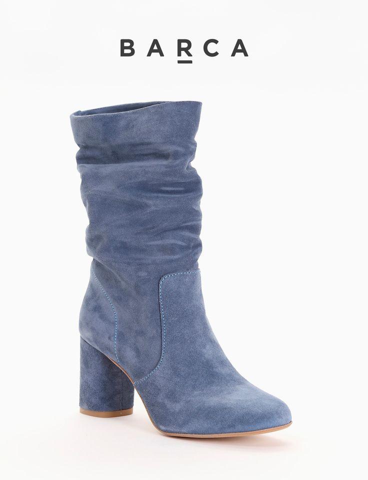 #Stivaletto con #tacco 50, fondo gomma e soletto in vera #pelle, morbida tomaia con gambale alto in #camoscio.    COMPOSIZIONE  FONDO GOMMA, SOLETTO VERA PELLE    CARATTERISTICHE  Altezza tacco 5 cm    COLORE  #Blu    MATERIALE  #Camoscio  #Madeinitaly #scarpe #moda #scarpedonna #shoes #modadonna #inspirationmoda #springsummer #Barcastores