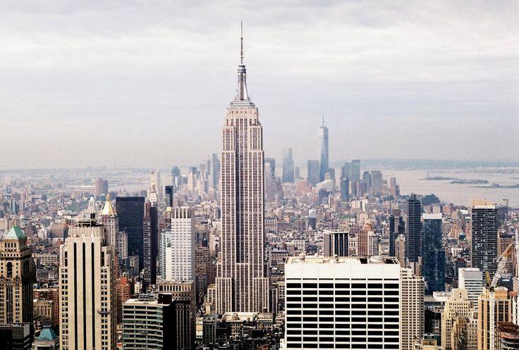 Сегодня в нашей рубрике «Путешествия» прогулка по Нью-Йорку вместе с Женей. Конечно, чтобы узнать и понять этот город, не хватит и жизни, но мы для начала просто пройдемся по Манхэттену, подышим свежим воздухом вЦентральном парке, полюбуемся океаном и взглянем на этот необъятный и фантастический город сверху. Приятной прогулки! Нью-Йорк Я провела в Нью-Йорке семь чудесных […]