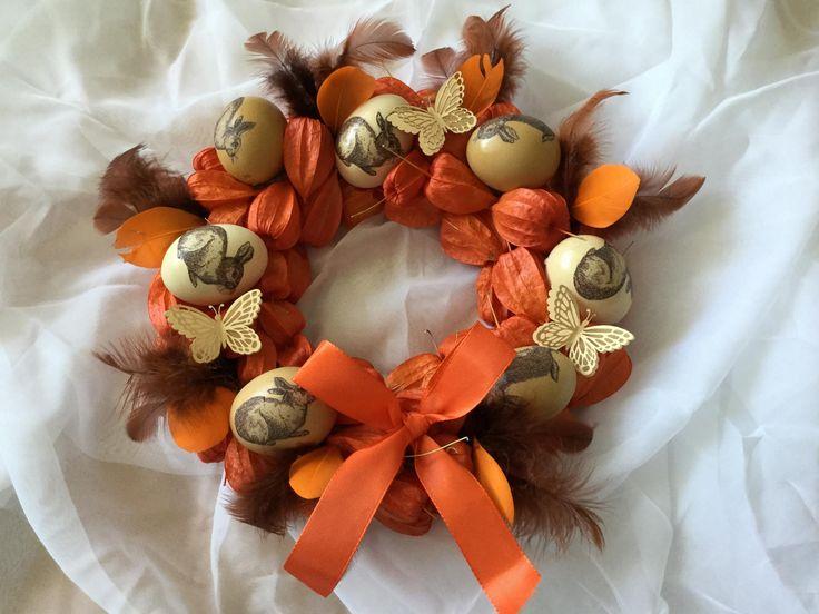 Velikonoční věnec - Na slaměný korpus nalepíme ozdobená vajíčka a doplníme oranžovými mochyněmi ze zahrádky adozdobime ( DIY, Hobby, Crafts, Homemade, Handmade, Creative, Ideas, Handy hands)