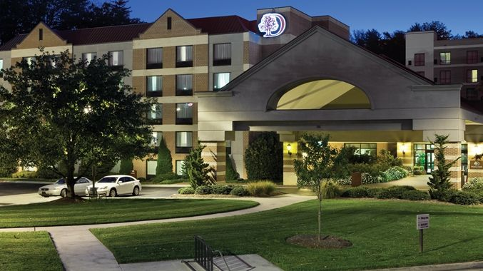 DoubleTree by Hilton Hotel Asheville - Biltmore, NC - Hotel at Night
