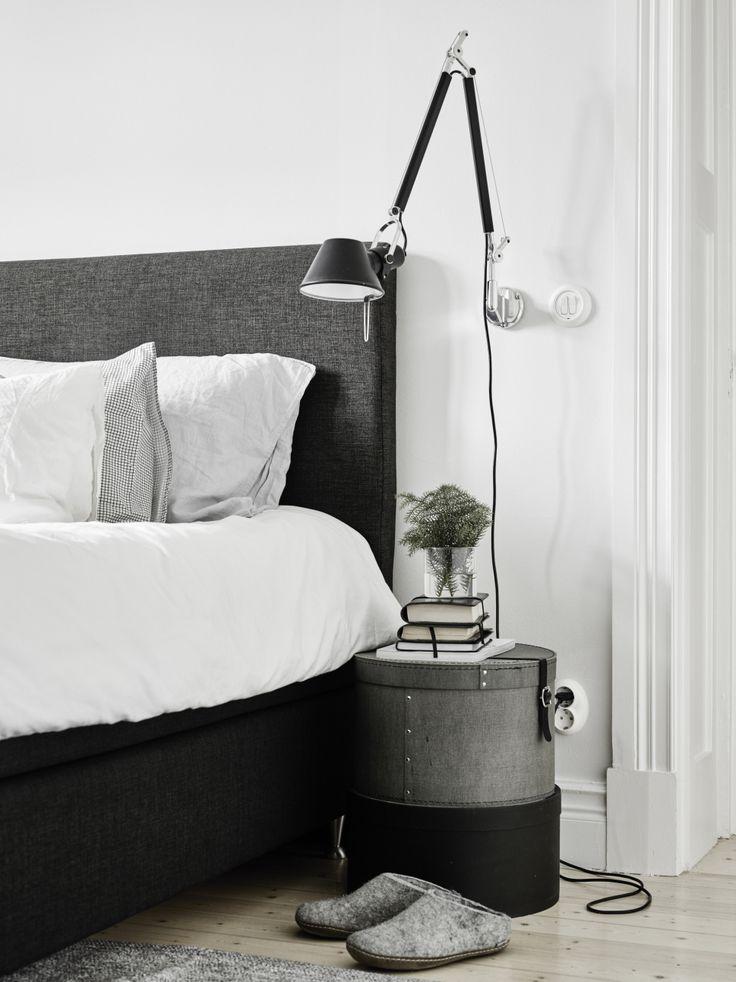 Grad, Honig, Grau Schlafzimmer, Modernes Schlafzimmer, Hausdekorationen,  Nachttische, Nachttisch, Wandleuchten, Schlafzimmer Wandleuchten