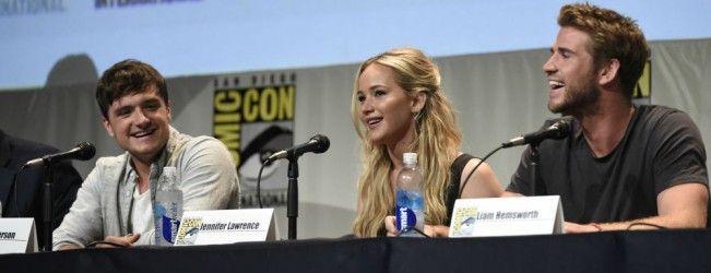 Les acteurs de Hunger Games tentent, tant bien que mal, d'imiter le sifflement du Geai Moqueur.