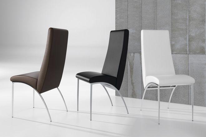 silla fabricada en acero inoxidable y polipiel