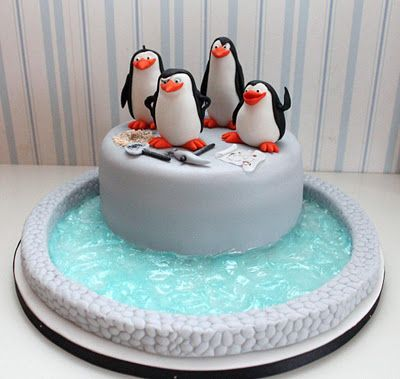 Madagascar Cake - like the actual penguins on this for a Christmas cake