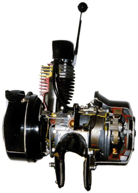 Mécanique vélosolex éclaté, moteur monocylindre deux temps refroidi par air,graissage par mélange, 49 cm3, transmission par galet, 1946-1988,Courbevoie, France