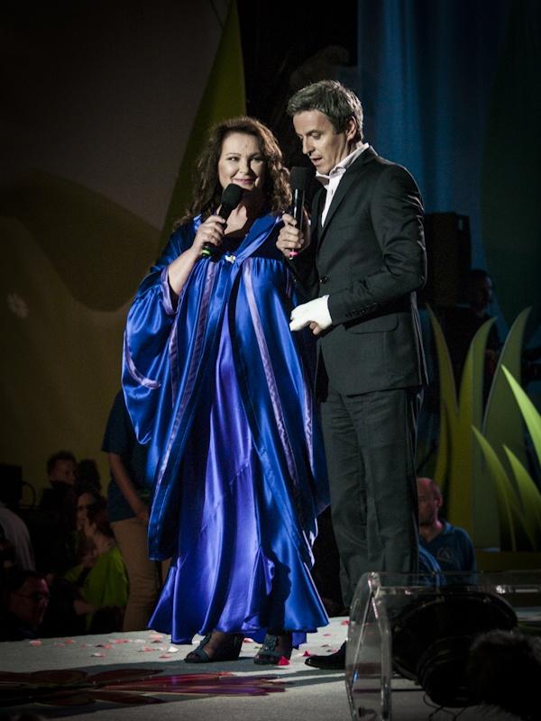 Koncert Razem #MimoWszystko z udziałem gwiazd, 2012 rok, na scenie #AnnaDymna i Piotr Polk #Kraków #koncert #muzyka   fot. Diamonds Factory