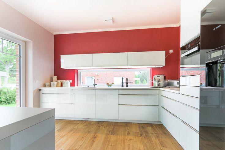 küche modern weiss wandgestaltung farbe rot - küchen ideen