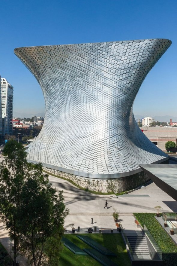 The Museo Soumaya in Mexico City, Mexico was commissioned by billionaire Carlos Slim to display his art collection. Around 17,000 metal plates help to create that facade.