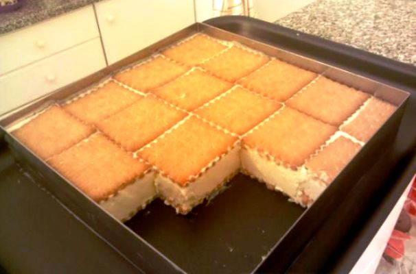 Πανεύκολο παγωτό σάντουιτς: Θα γίνει το αγαπημένο γλυκό όλης της οικογένειας! Τι χρειαζόμαστε: 1 κουτί ζαχαρούχο γάλα 1 κουτί γάλα εβαπορέ 3 βανίλιες 1 κουτί κρέμα στο μεταλικό κουτακι MORFAT, ERMOL κτλ.