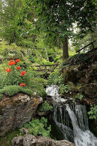 Le Jardin Botanique de Samoens. Créé par Marie Louise Cognac Jaÿ, fondatrice de la Samaritaine à Paris. Classé Jardin Remarquable