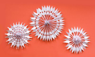 oh man, I love these! they'd be fun for fiesta-parties too, done in bright colored tissue paper!