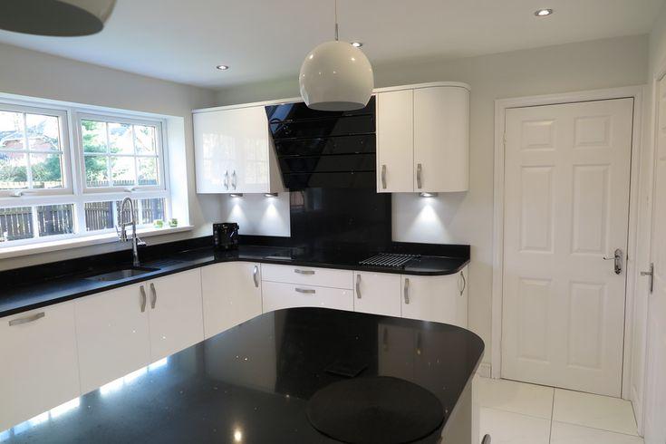 Signature Porter White Gloss and Black Quartz Worktops | Tecaz