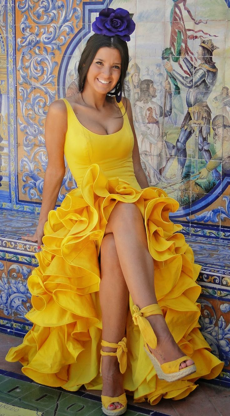TVTUBE Turismo Virtual: Traje de flamenca amarillo IV
