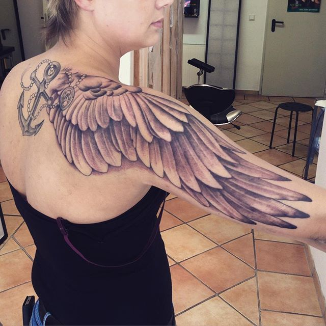 Here's a little Tatooine-collaboration! Lines by @migie75 and shading by me. #ink #inked #inkoftheday #tattoo #tattookoblenz #tattooneuwied #tatooine #tatooineneuwied #tätowierstudioneuwied #wings #angelwings #wingstattoo #angelwingstattoo