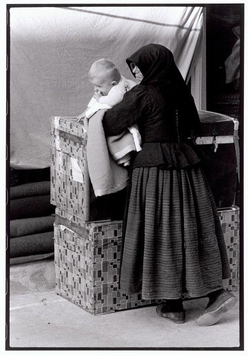 Θράκη. Ταξιδιώτες γυναίκα και παιδί(1964)