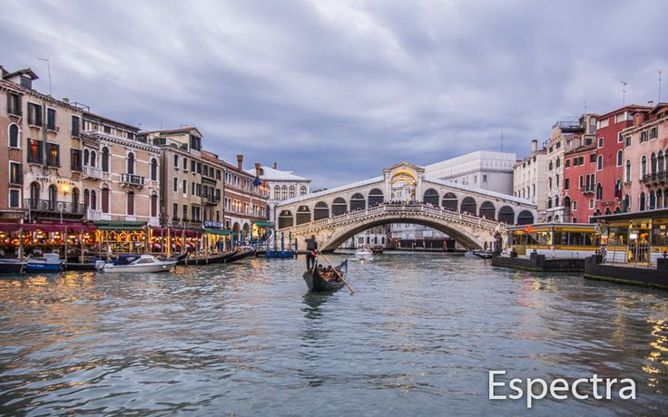 Rialto Bridge on Canal Grande, Venice, Italy
