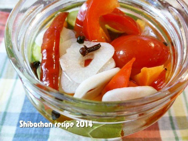 夏はサッパリしたピクルスが美味しいですよ。 簡単なピクルス液の作り方と色鮮やかなピクルスをどうぞ♪