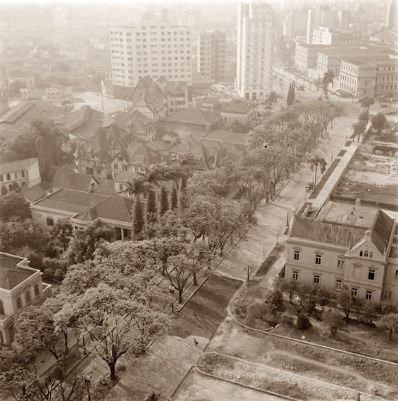 Descrição: Rua São Luiz - ao fundo aparece a escola Caetano de Campos - SEM DATA / São Paulo do Passado