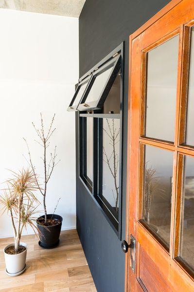 寝室、ベッドルーム、壁塗装、個室、室内窓、通気性、採光、解放感