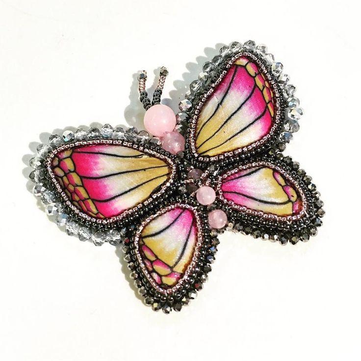 Nuova #farfalla ricamata a mano in #beadembroidery  ... non ho ancora deciso se lasciarla così o renderla parte di una collana composta da più parti...  #mumblemumble . . . #archidee #becreative #bepositive #embroidery #butterfly #butterflylovers #butterflyjewelry #butterflies #handmade #supporthandmade #handcrafted #handcraftedjewelry #polymerclay #polymerclayjewelry #polymerclaycreations #instajewelry #jewelrytrends #instafashion #fashionable #fashionjewelry